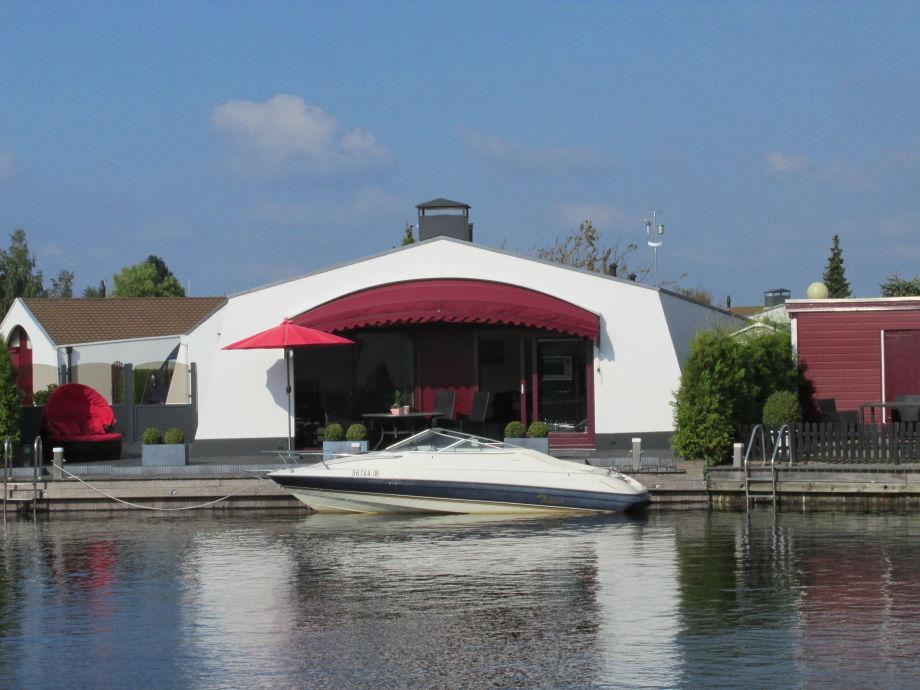 Ferienhaus Aqua Dreams am Wasser gelegen