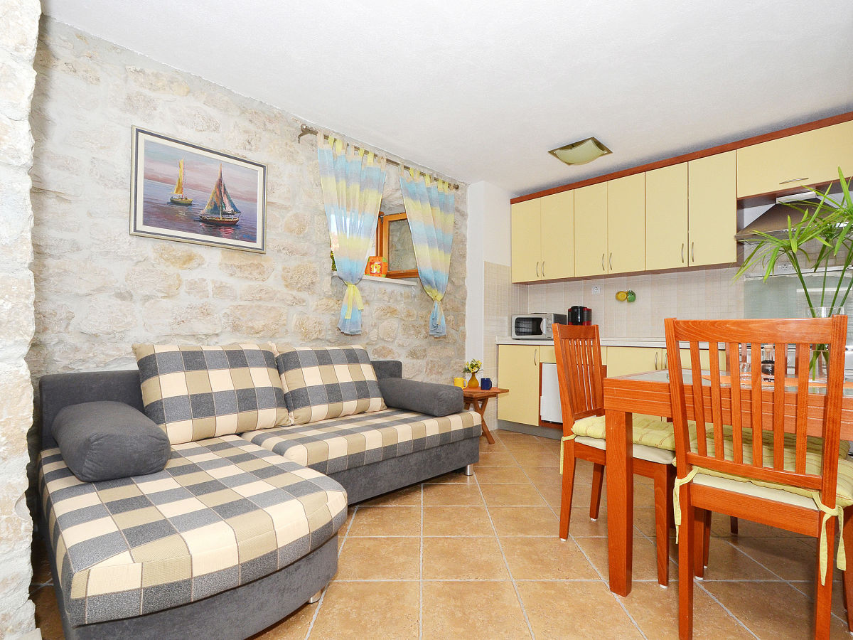 Holiday apartment in villa maslina 1 okrug gornji - Open kitchen living room ...