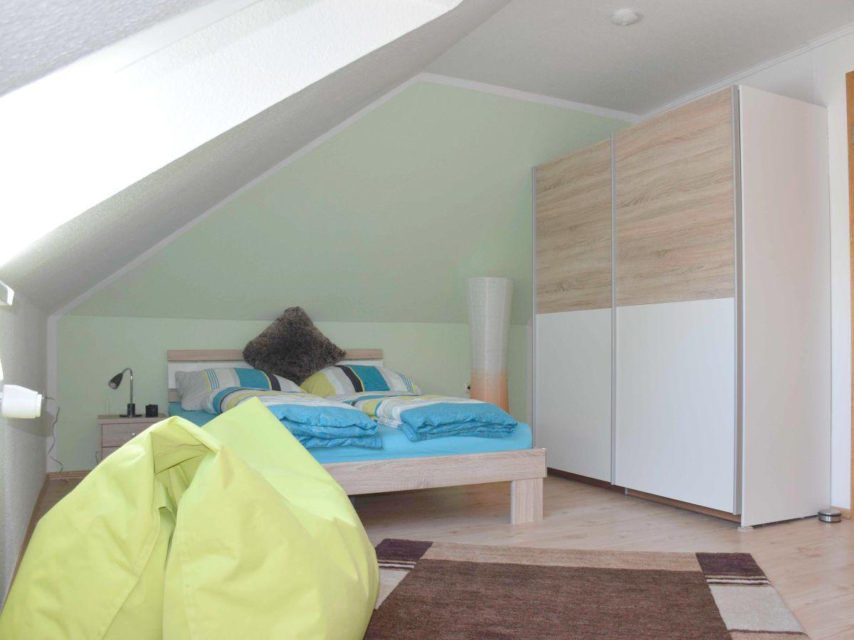 Schlafzimmer im EG (Boxspringbett 1,80 m breit) Schlafzimmer im OG