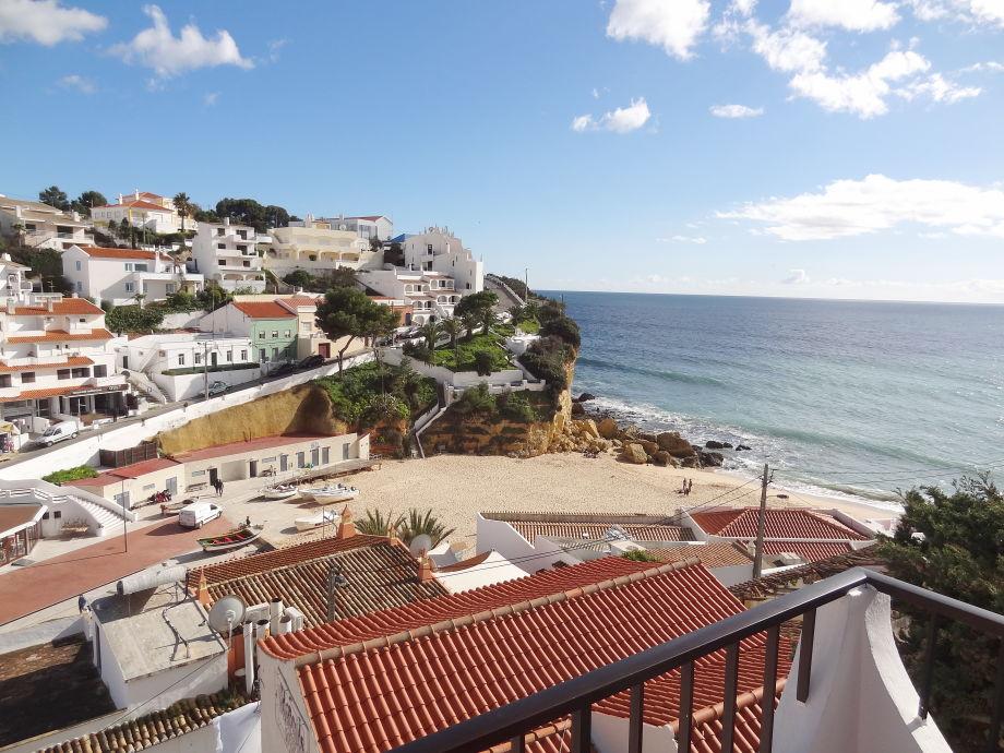Blick vom Balkon auf Carvoeiro Strand
