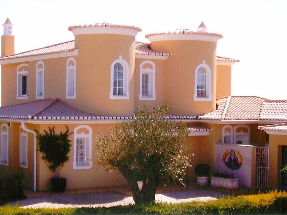Vorderseite der Villa