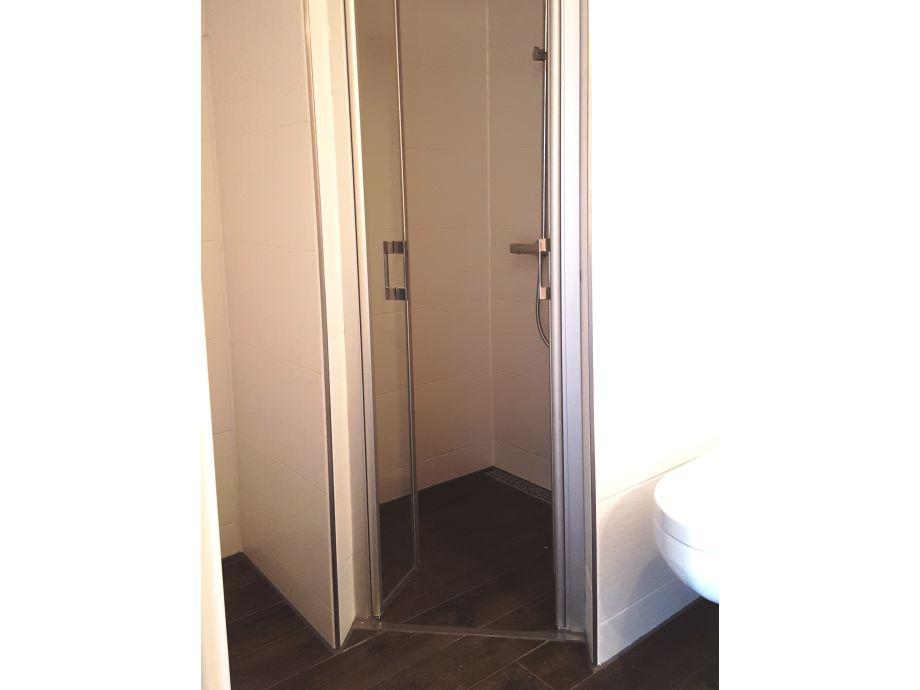 reetdach ferienhaus h lfte am deich schleswig holstein. Black Bedroom Furniture Sets. Home Design Ideas