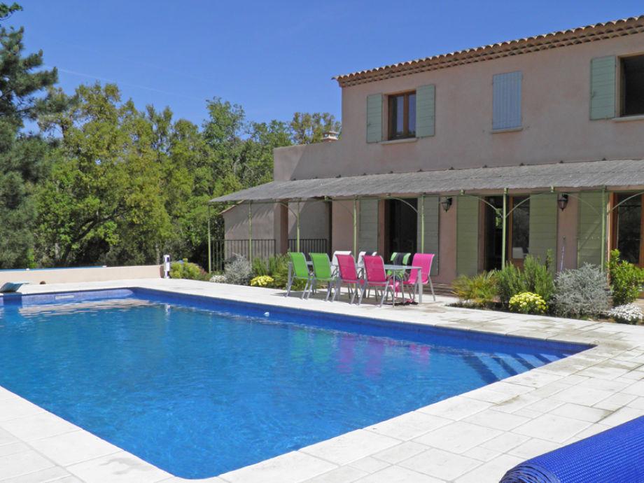 Teilansicht Villa mit Pool