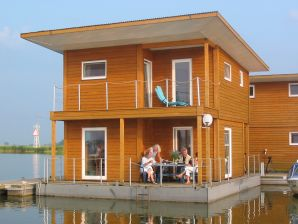 FLOATING HOUSE Kröslin - schwimmendes Ferienhaus