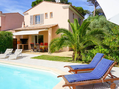 mit privatem Pool und strandnah in Les Issambres