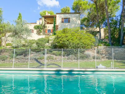 with private pool and hillside plot in mérindol