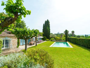 Holiday house with private pool below Grimaud