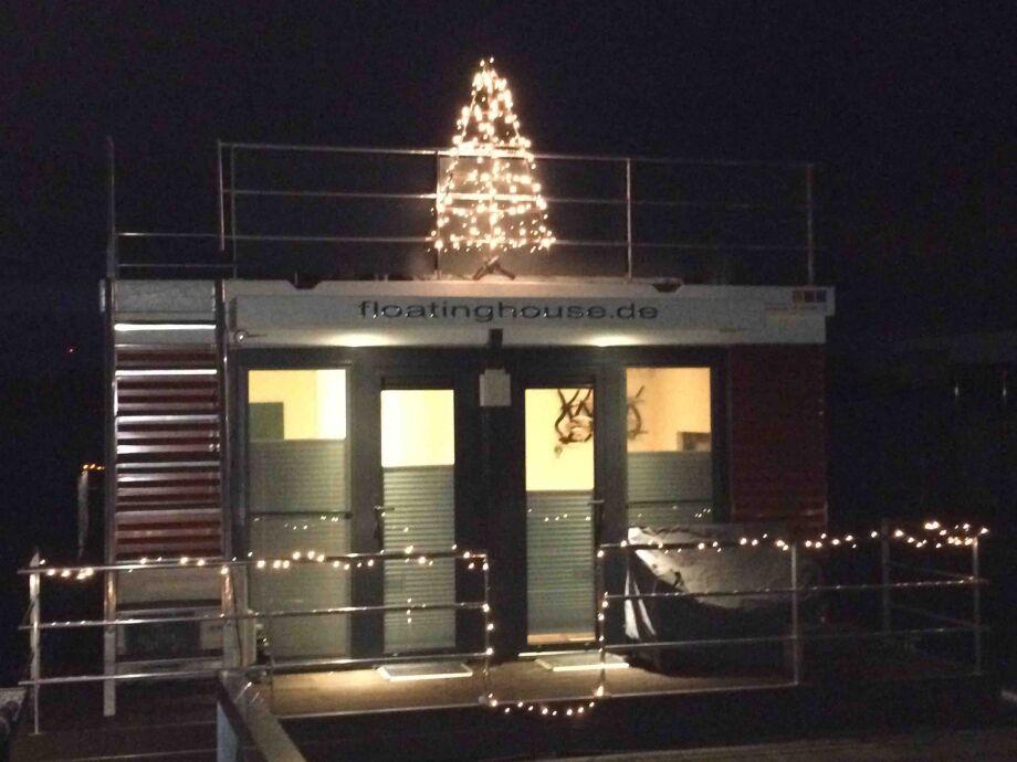Hausboot Deine Xanten 3 mit Weihnachtsbaum