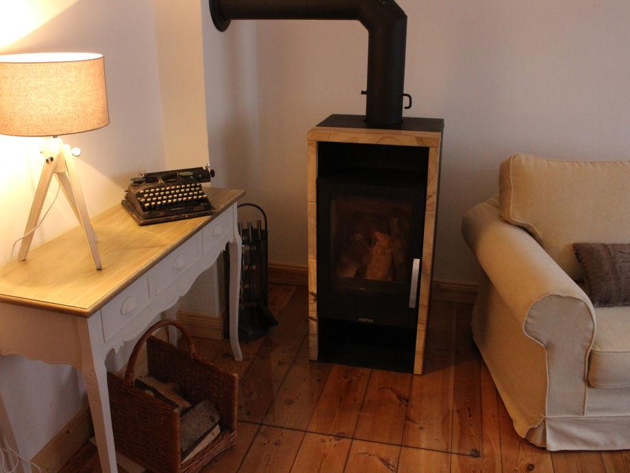 Kaminofen im Wohnzimmer-Wärme und Behaglichkeit