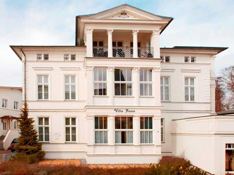 Außenaufnahme Bernstein in der Villa Anna