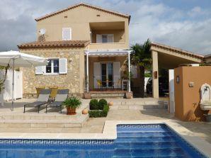 Villa Oliva mit Pool
