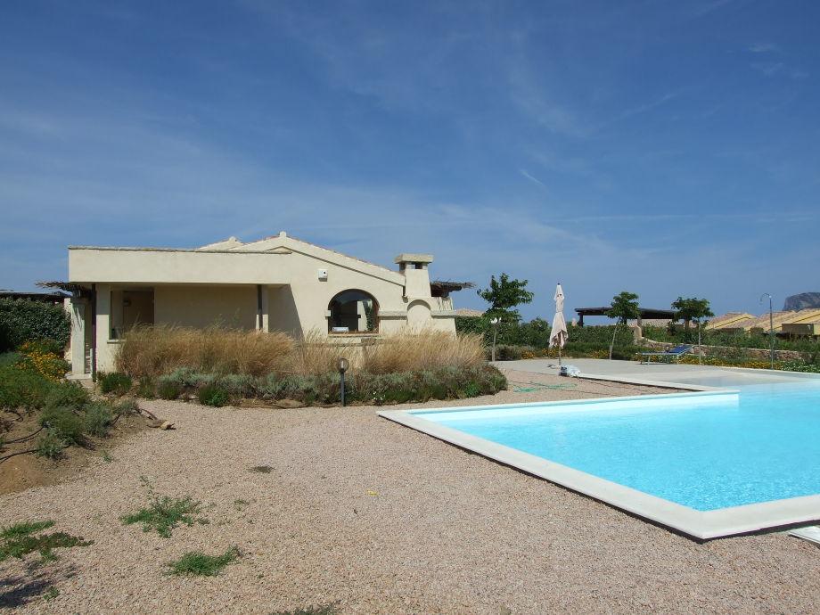 Ansicht Haus und Pool