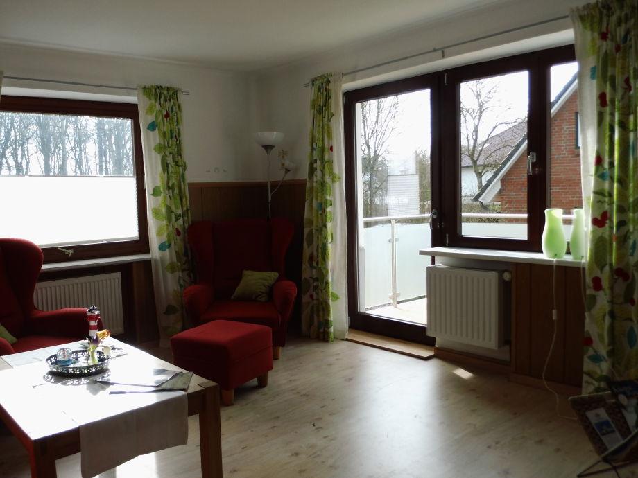 Wohnzimmer mit Balkontür