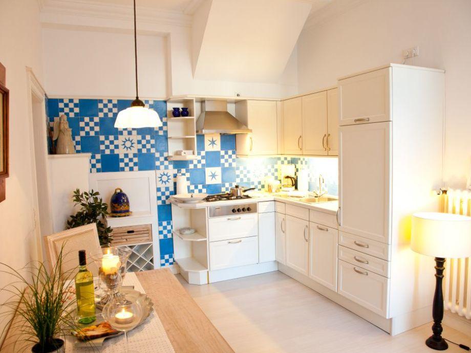 Eine gut ausgestattete Landhausküche