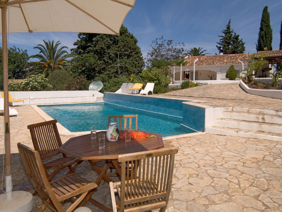Villa Quintinha mit Poolbereich