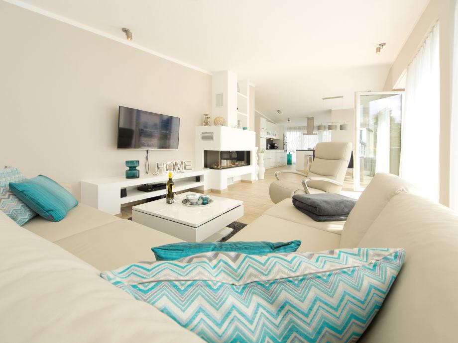 Wohnzimmer mit Flat- Screen TV