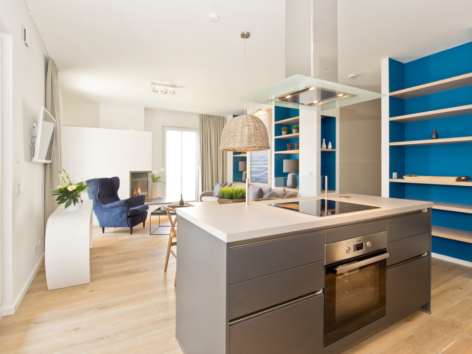 Blick auf die Kochinsel der Küche