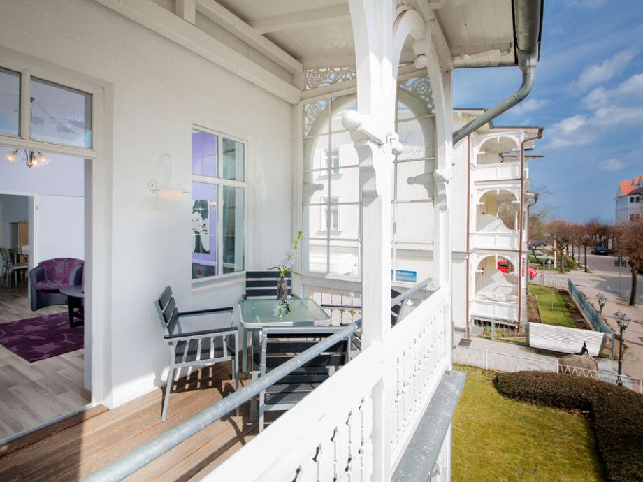 Ihr Balkon mit einem klitzekleinen Meerblick im Winter.