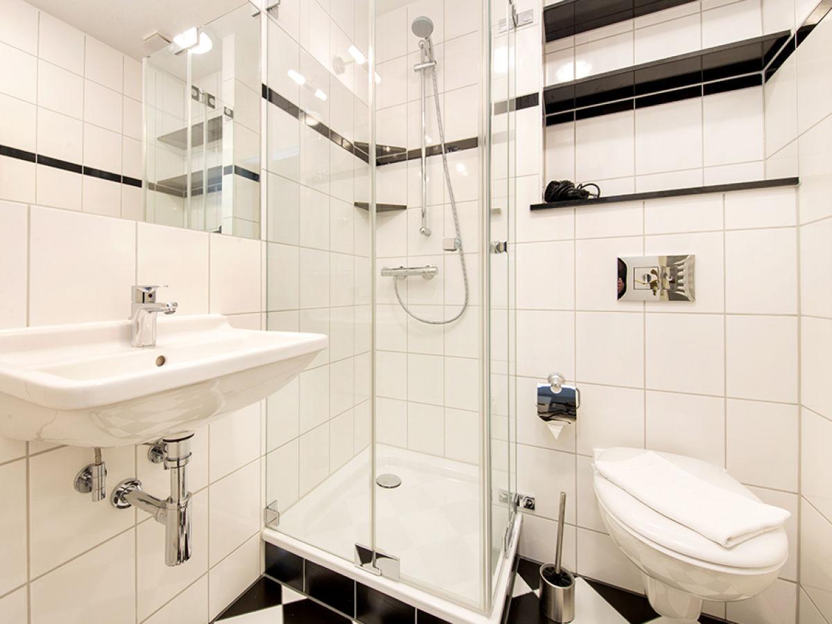 ferienwohnung 5 in der villa iduna ostseebad binz insel r gen firma appartement vermittlung. Black Bedroom Furniture Sets. Home Design Ideas
