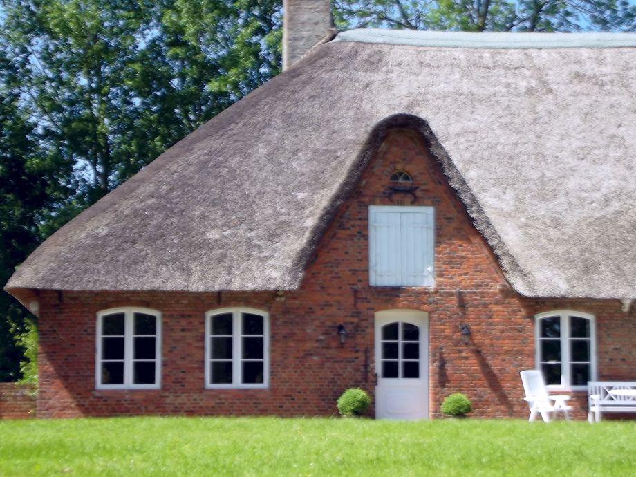 Exklusives Reetdachhaus in schöner Warftlage