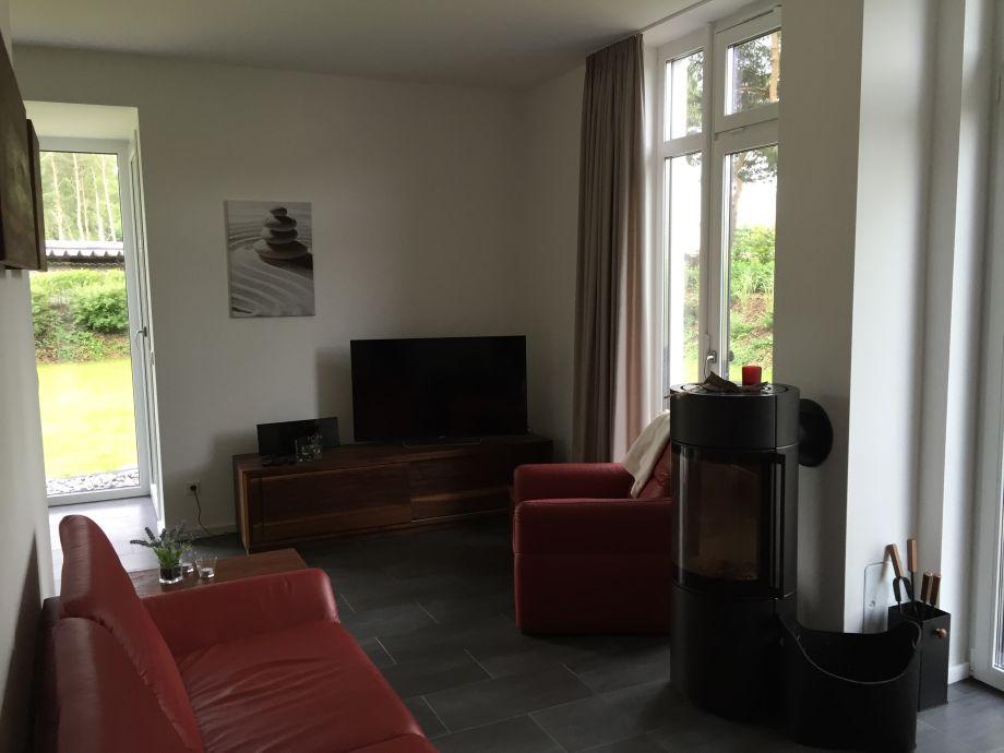 wohnzimmer modern mit ofen ~ ideen für die innenarchitektur ihres ...