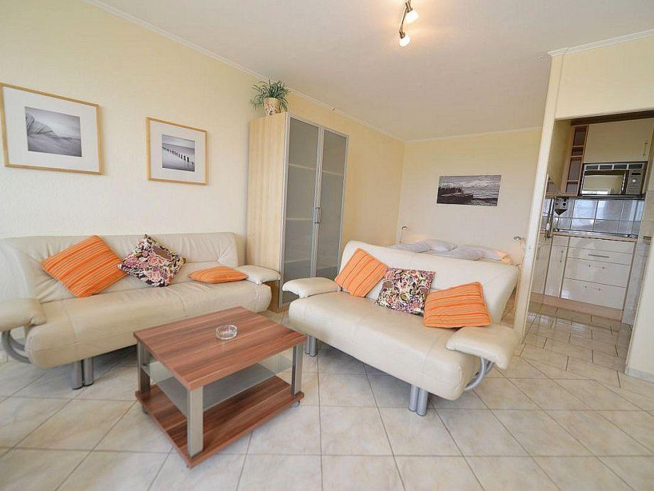 Wohnraum mit einem Doppelbett