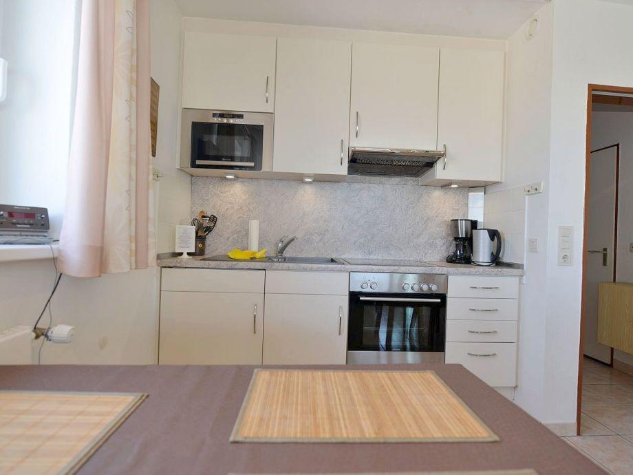 Küchenzeile mit  Backofen