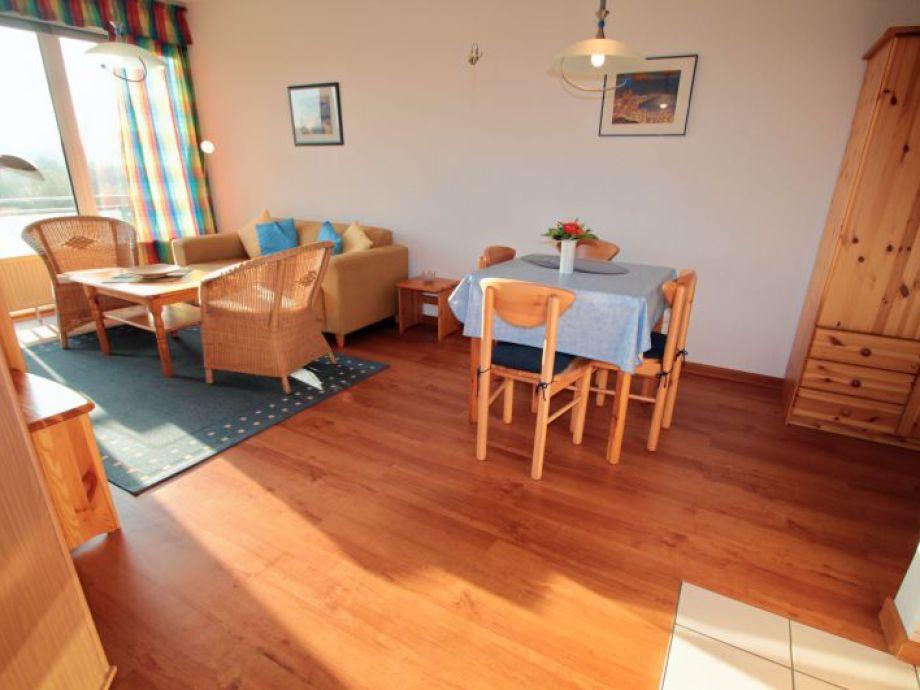 Wohnzimmer hell und freundlich