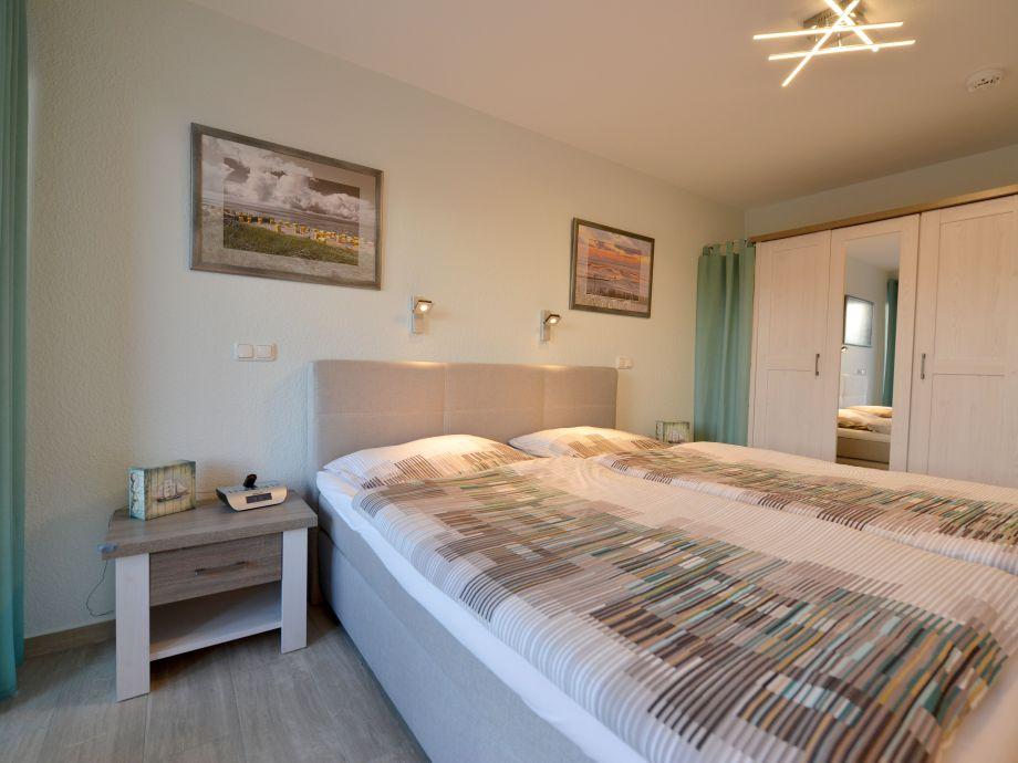 Schlafzimmer mit TV und Wlan