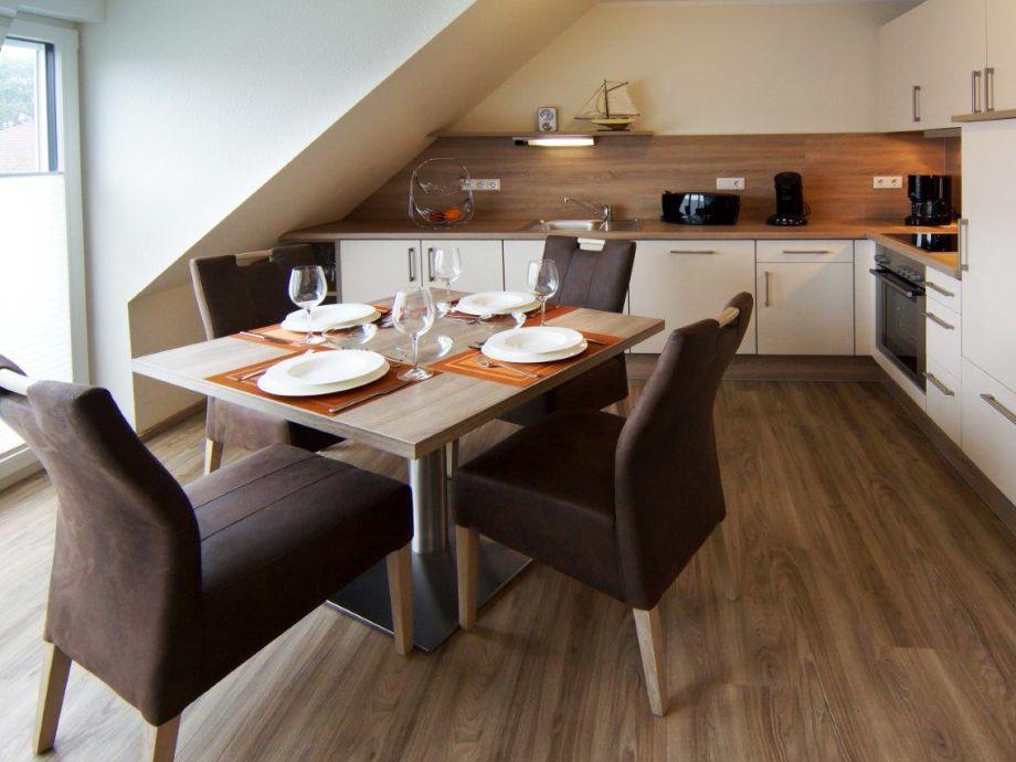 Die große Küche mit Esstisch