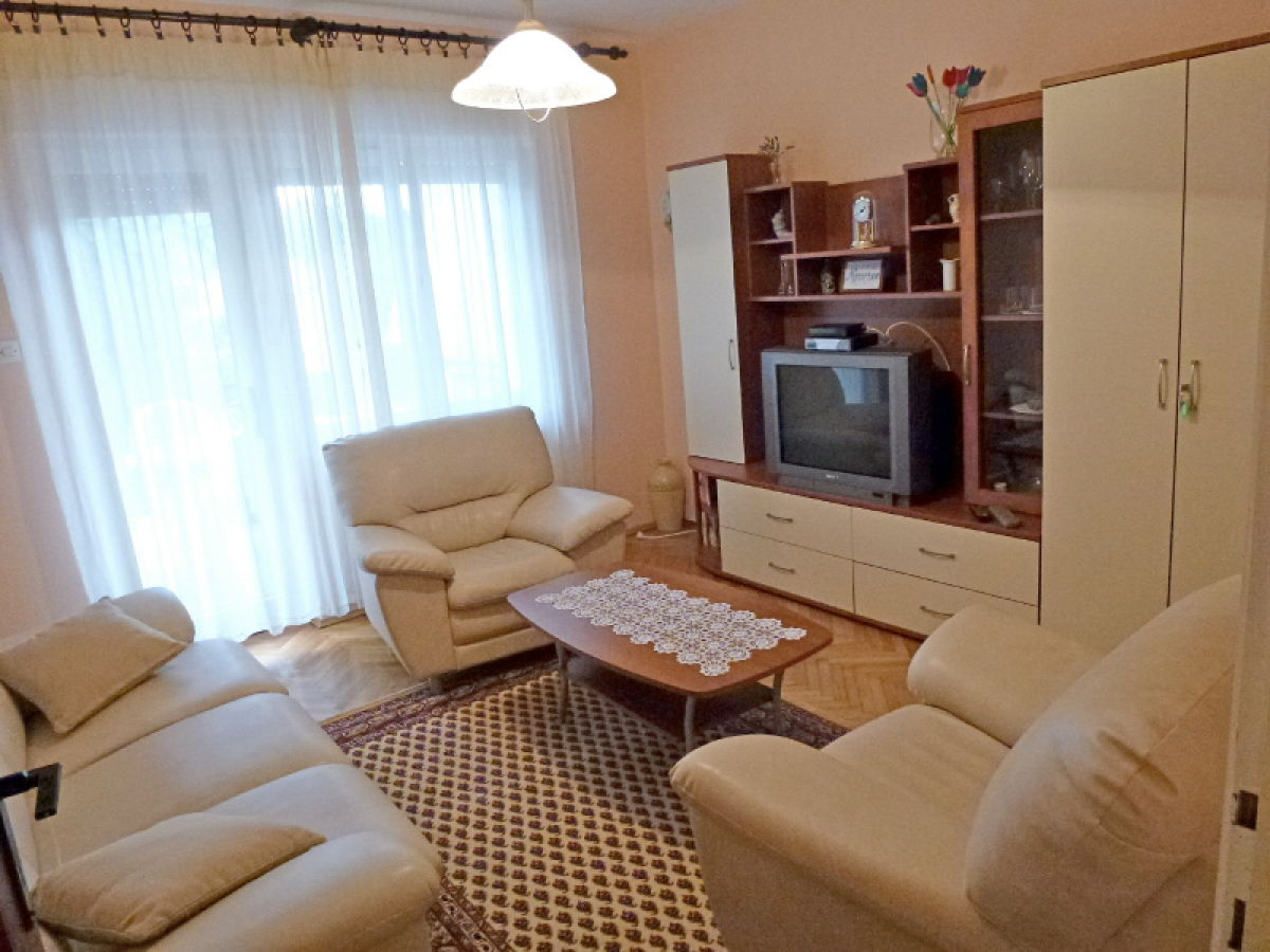 Ferienwohnung ivic insel krk njivice firma obrt za turizam klub tours frau elvisa ahmetovic - Fernseher wohnzimmer ...