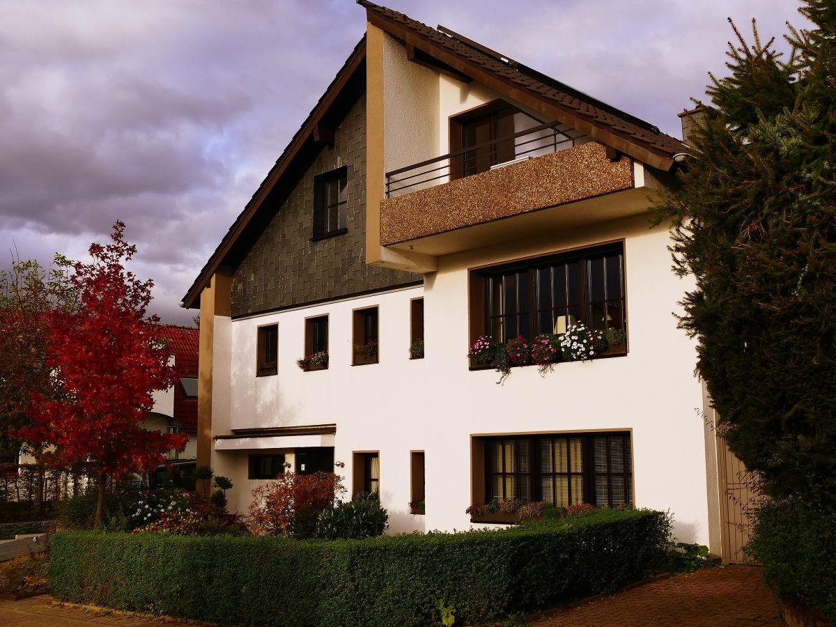 ferienwohnung ruhrlogis mit balkon weitblick ruhrgebiet m lheim an der ruhr familie r hl. Black Bedroom Furniture Sets. Home Design Ideas