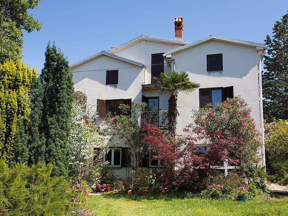 Haus mit großen Garten