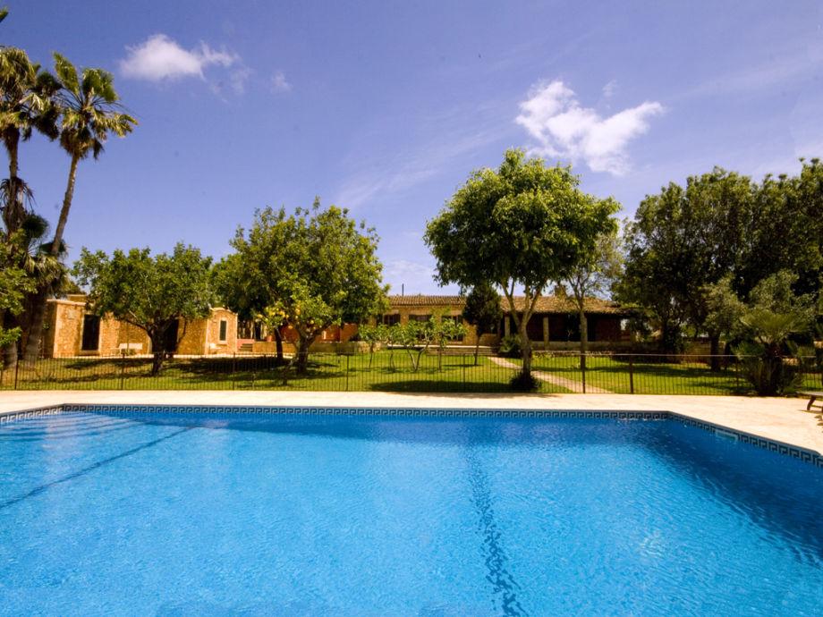 privater Pool mit herrlichem Ausblick auf den Garten