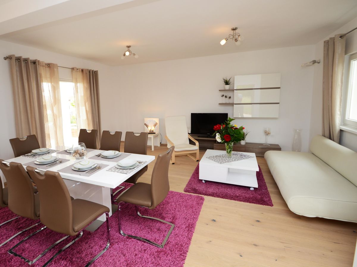 villa anita porec istrien firma eurotours porec mr alen babic. Black Bedroom Furniture Sets. Home Design Ideas