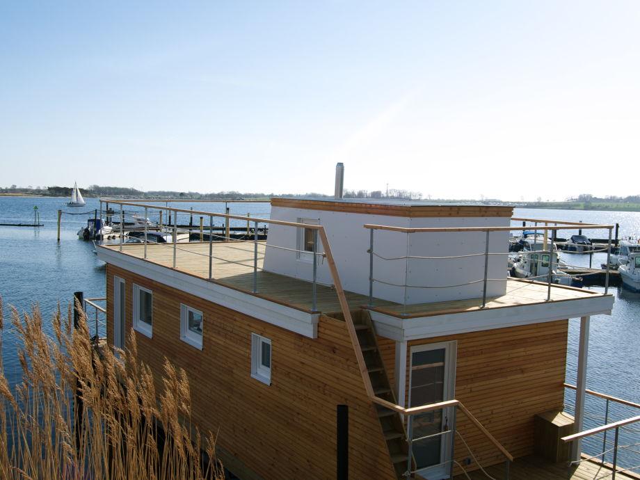 Hausboot mit großer Dachterrasse