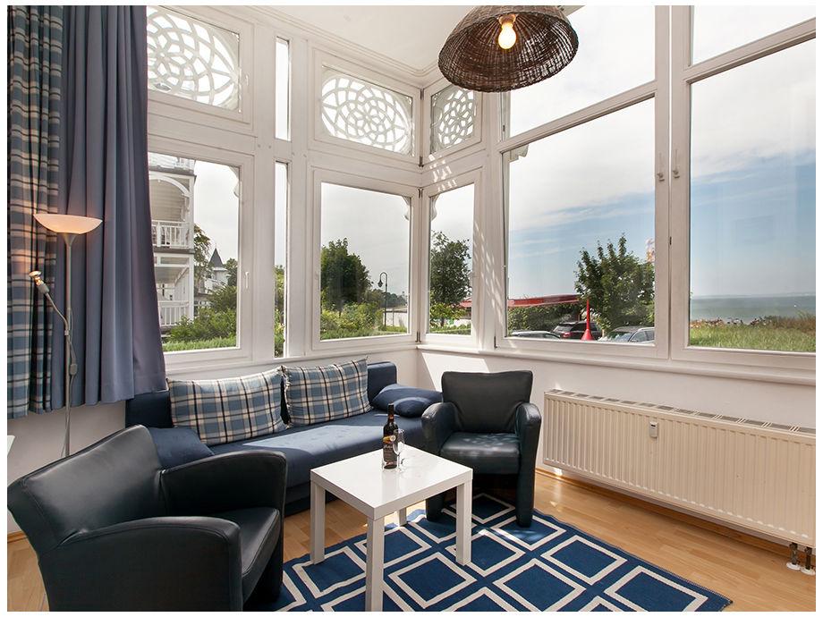 Das Wohnzimmer in der Loggia mit schönem Meerblick.