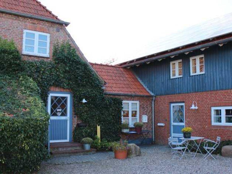 Landhaus in Dorfrandlage mit den Wohnungen Hilde, Ole und Pit