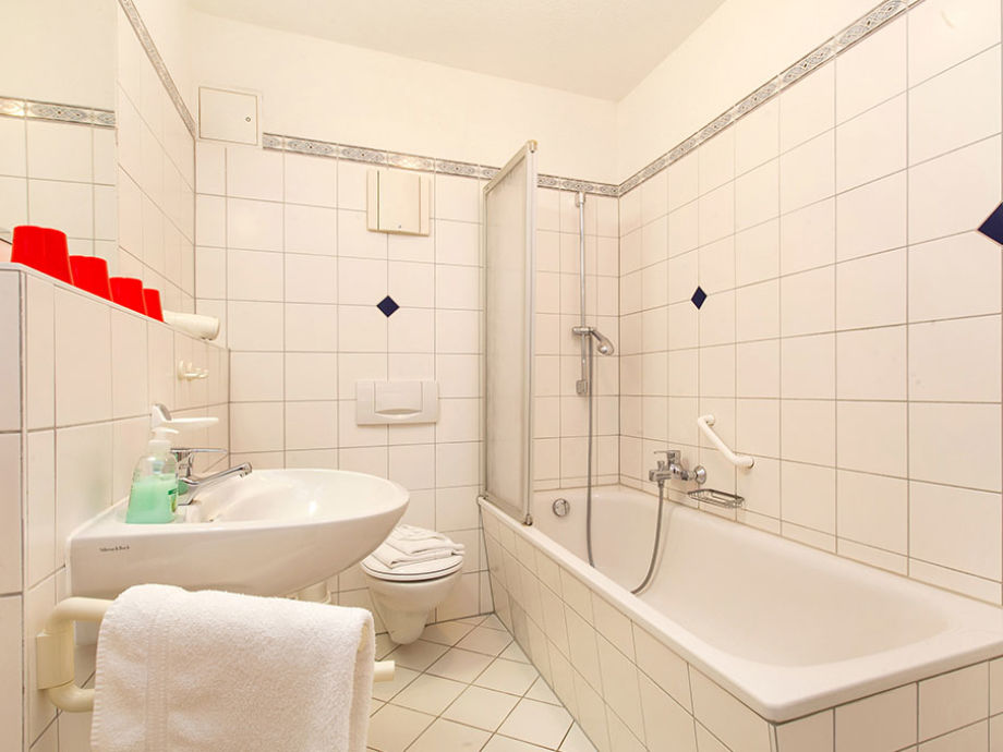 badewanne mit integrierter dusche preis das bad mit badewanne mit. Black Bedroom Furniture Sets. Home Design Ideas
