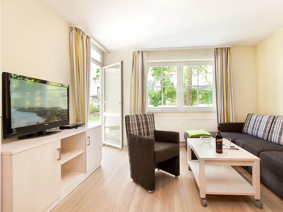 Das komfortable Wohnzimmer mit großem Flat-TV.