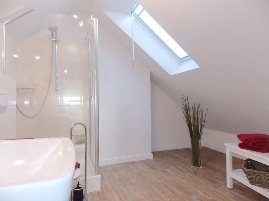 dusche dachgeschoss raum und m beldesign inspiration. Black Bedroom Furniture Sets. Home Design Ideas