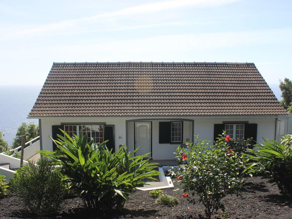 ferienhaus casa nova portugal azoren ribeiras herr ricardo deh. Black Bedroom Furniture Sets. Home Design Ideas