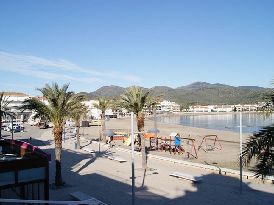 Blick von der Ferienwohnung auf die Strandpromenade