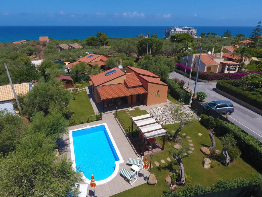 Die Villa Olivella liegt nur 350 m vom Strand entfernt