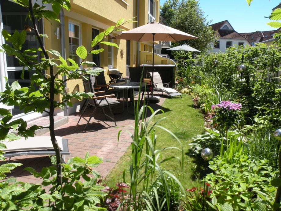 Unsere sonnige Terrasse, wind- und blickgeschützt