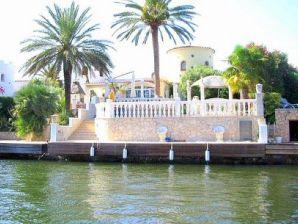 Villa mit Pool und Bootsanleger - 10219