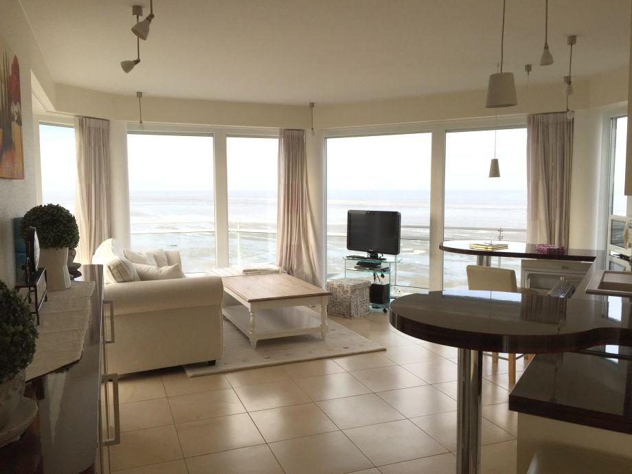 Wohnbereich mit Flat-TV und bestem Meerblick
