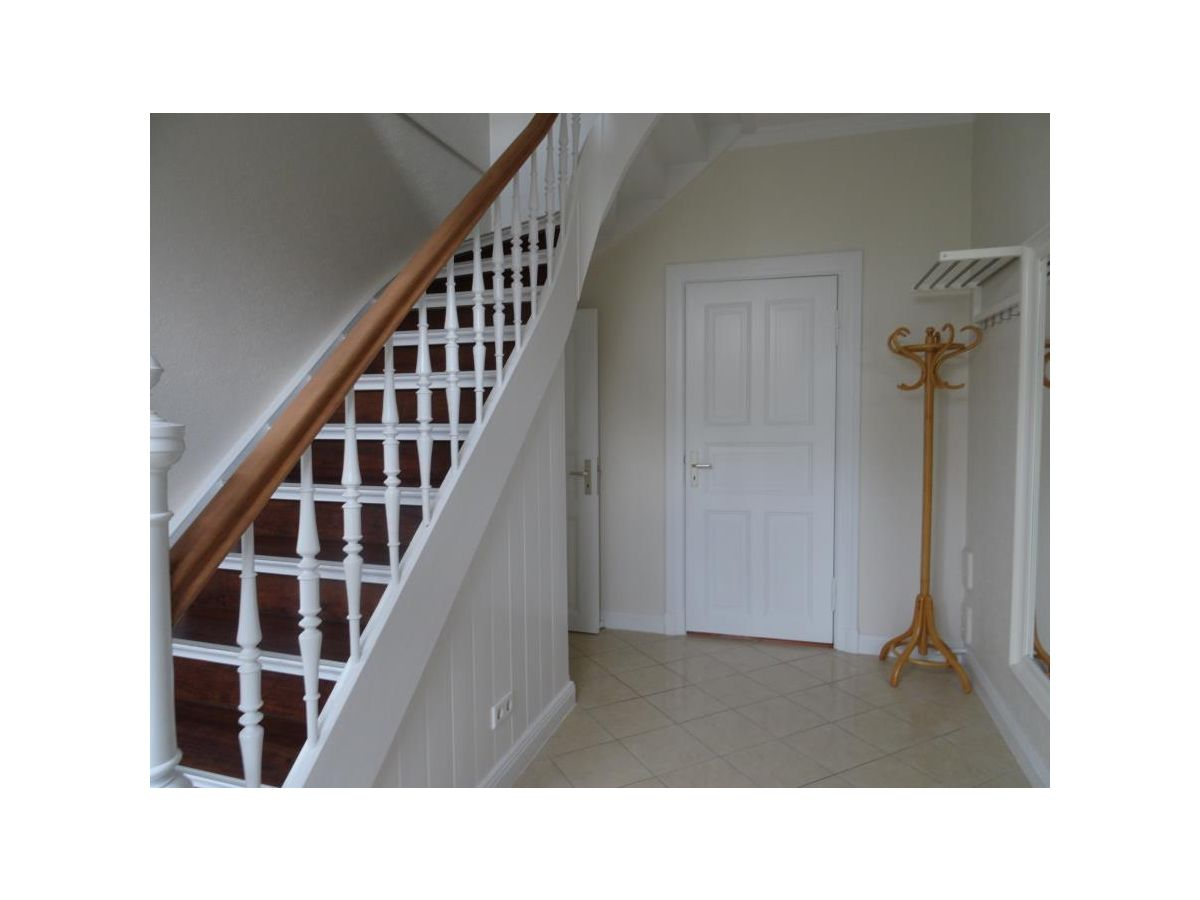 Ferienhaus frie16 ostsee firma appartement service for Garderobe treppe