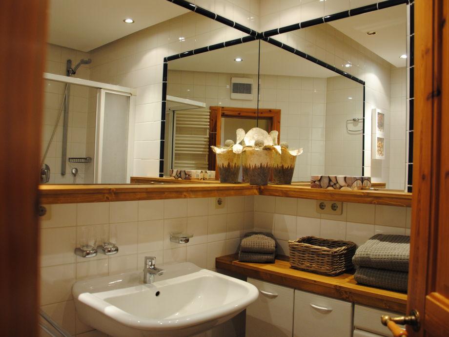 Badezimmer zum wohlfuehlen liebevoll gepflegtes zimmer mittelreihenhaus zum wohlf hlen ein bad - Living at home badezimmer ...
