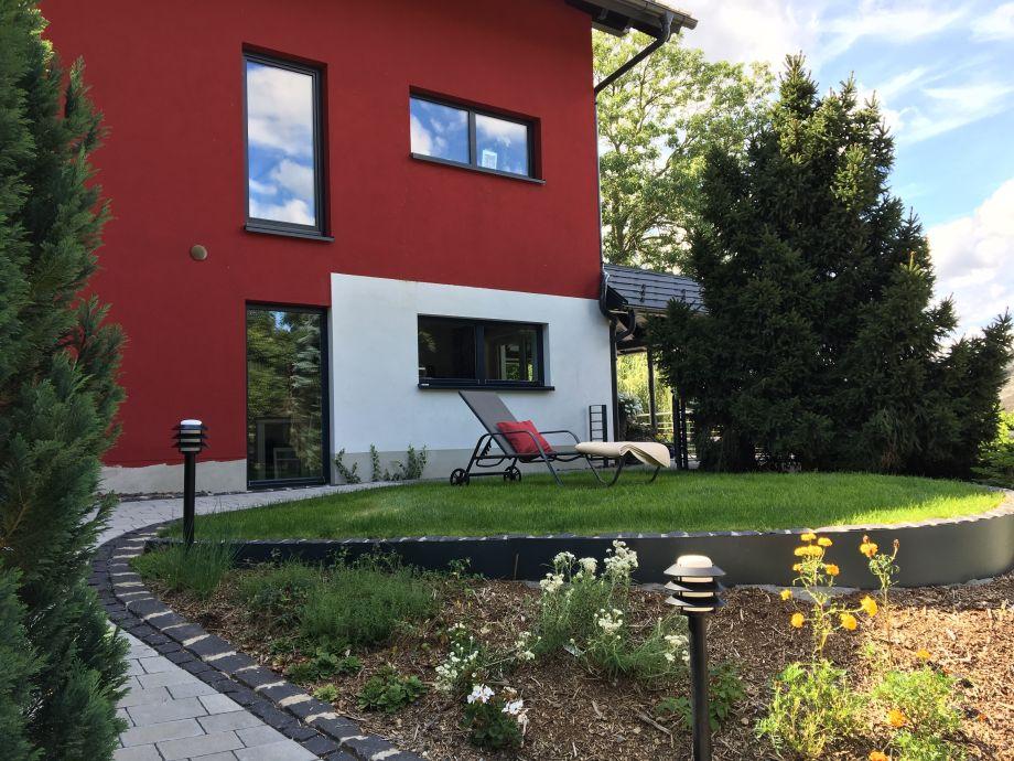 Der Vorgarten der Villa Luftig